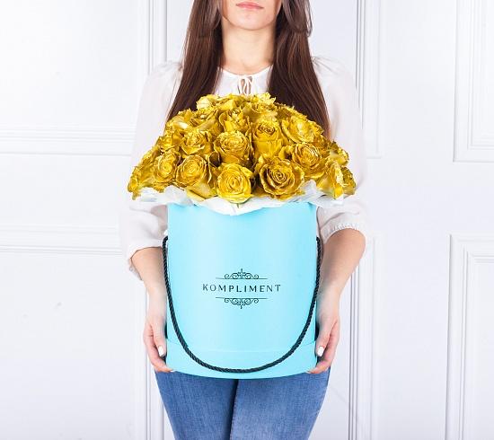 Potěšte svou lásku exkluzivním darem. Objednejte jí krabici růží! Množství je volitelné. Květiny jakékoli nabízené barvy vám doručíme v kulaté bílé krabici. Dejte jí najevo, že vám na ní záleží. Potěšte svou lásku exkluzivním darem. Objednejte jí krabici růží! Množství je volitelné. Květiny jakékoli nabízené barvy vám doručíme v kulaté modré krabici. Dejte jí najevo, že vám na ní záleží.
